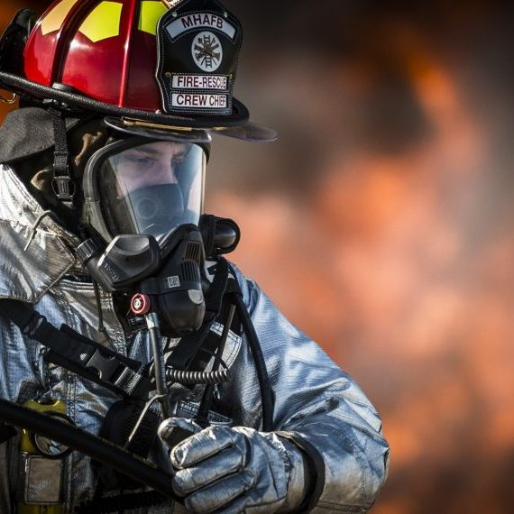 fire smoke breathing-apparatus-dangerous-emergency-36031